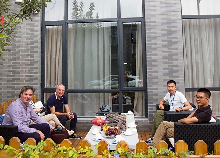 Hergom全球市场总监mario亲临莫洛尼北京展厅指导工作并做商务会谈