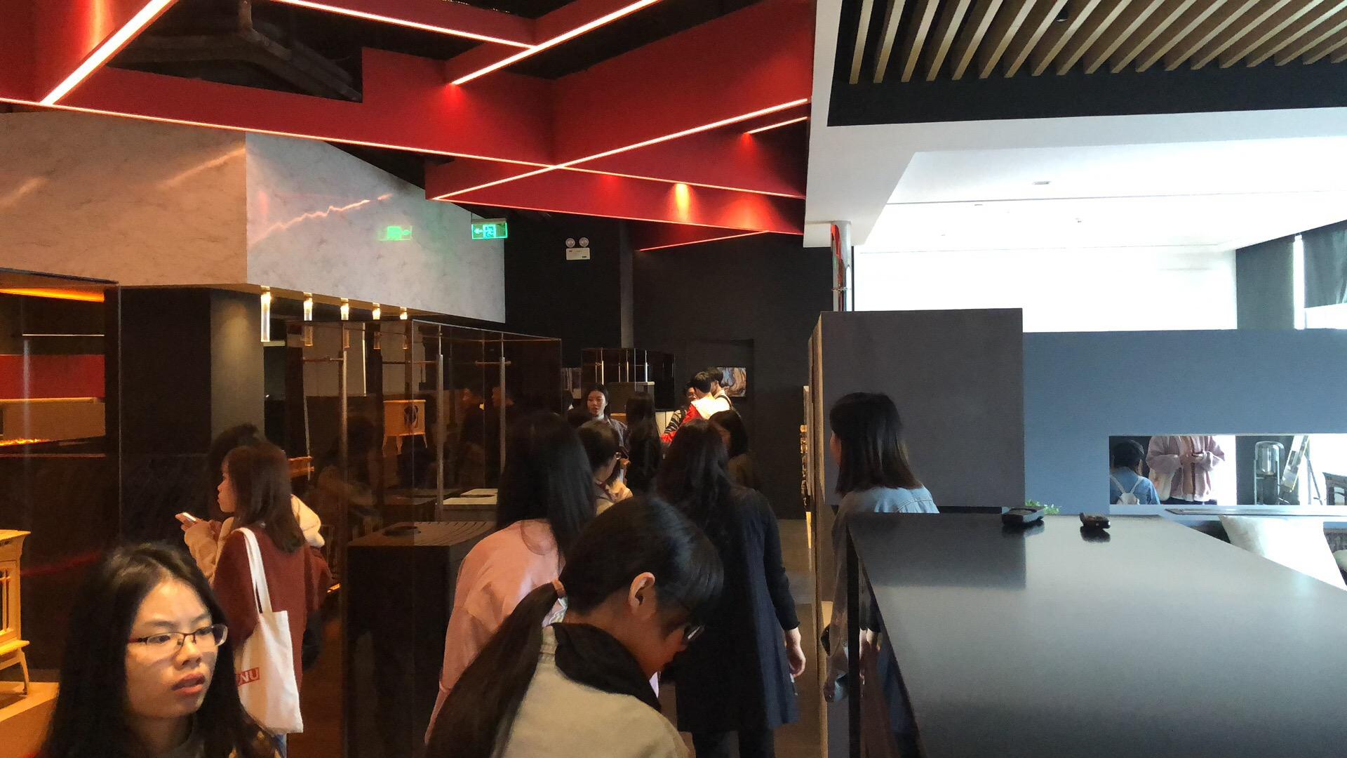 莫洛尼杭州展廳迎來杭州師范大學學生團體參觀