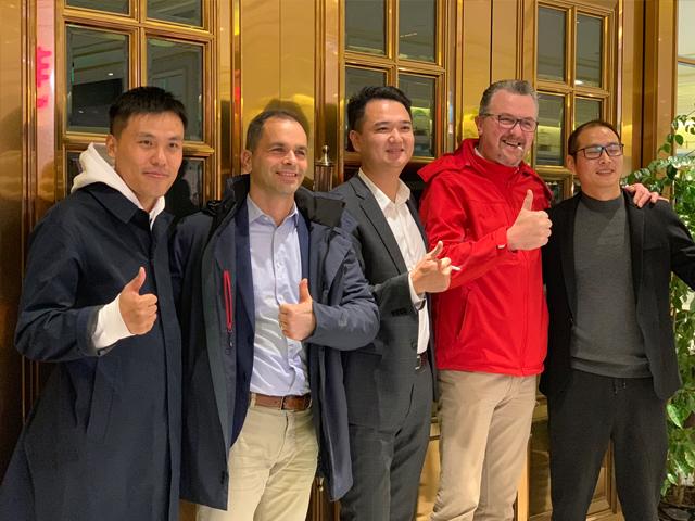 意大利Palazzetti中國區域營銷總監Gregor與技術總監Patrizio訪問莫洛尼上海展廳開展技術交流研討